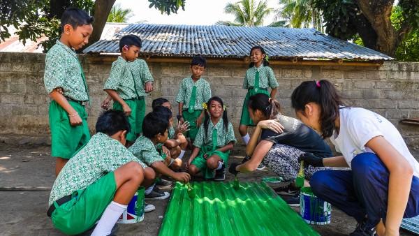 Volunteers building computer literacy centre, Les Bali