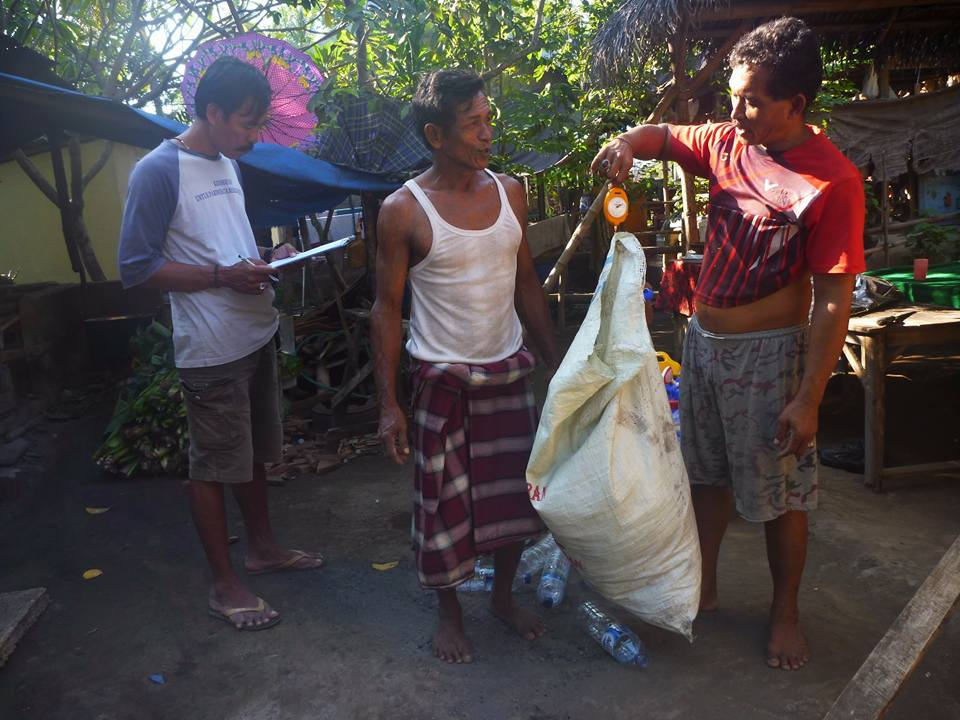 Weighing plastic in village households